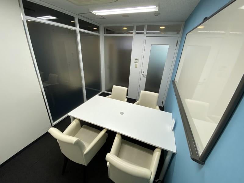 コンファレンス東京(新宿) MeetingRoomB※~5名の室内の写真