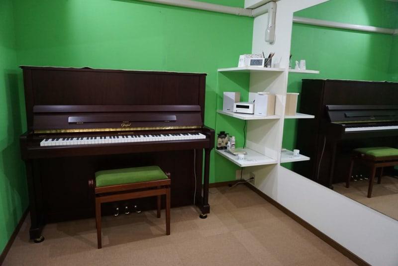 ROOM2 ※現在こちらのお部屋にはベヒシュタイン社製ホフマンのアップライトピアノが入っています。 - エスポワール音樂スタジオ 24H福岡天神でピアノ練習貸切!の室内の写真