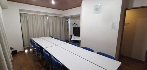 NATULUCK飯田橋西口駅前店 キッチン付きセミナールームの室内の写真
