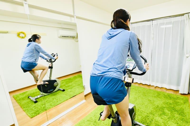 フィットネスバイクでダイエット フィットネスバイク スペースの室内の写真