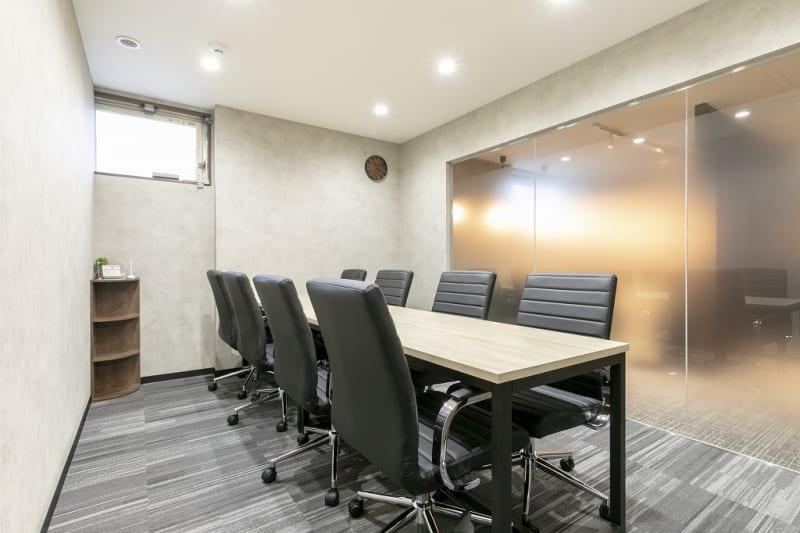 広々とした完全個室の会議室⭐ - ビズコンフォート仙台クリスロード 8名用会議室の室内の写真