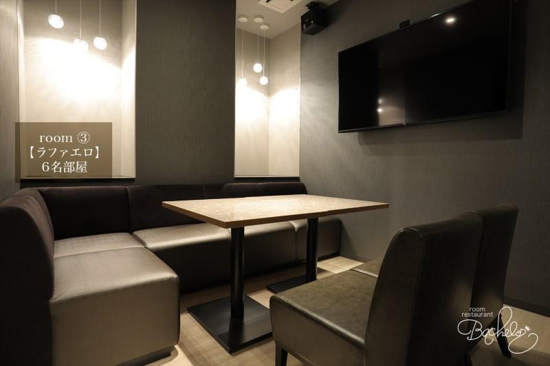 最大人数6名様 シックな絵のあるお洒落空間 - ルームレストラン バチェラー ラファエロの室内の写真