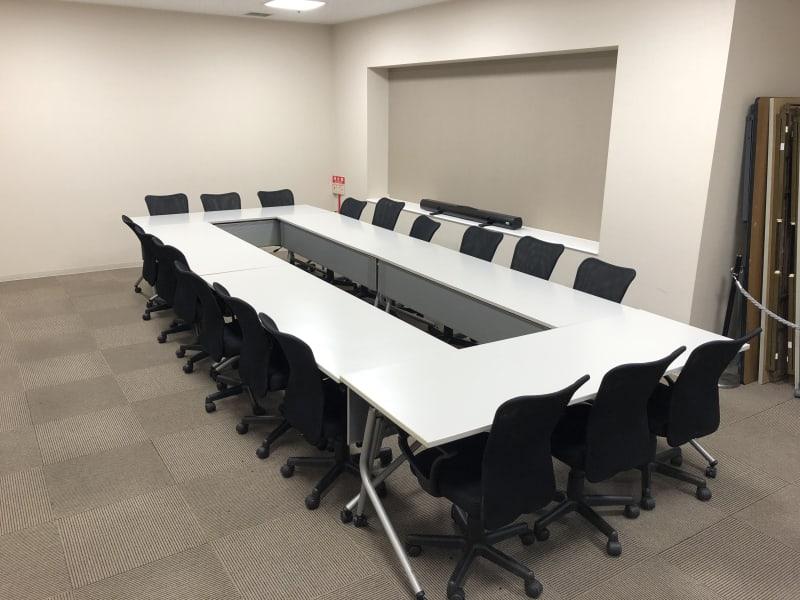広さ 31㎡ 最大収容人数 スクール形式18名/口の字形式18名     - ホテルウィング新宿 3階貸し会議室の室内の写真