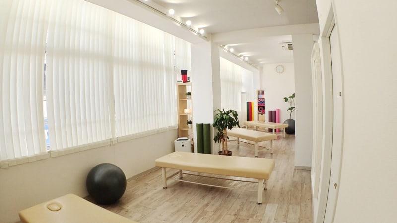 施術ルーム① - 整体サロンArtBody レンタルサロンの室内の写真