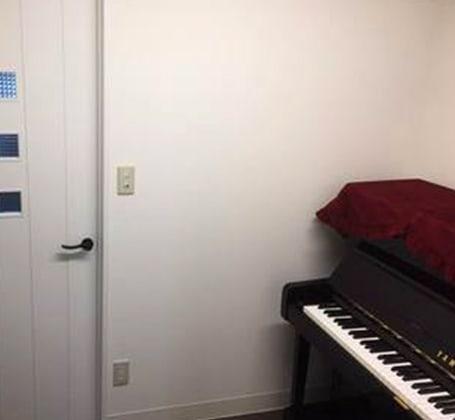 アキバレエスタジオMCジョイアス ピアノ部屋(マンツーマンの広さ)の室内の写真