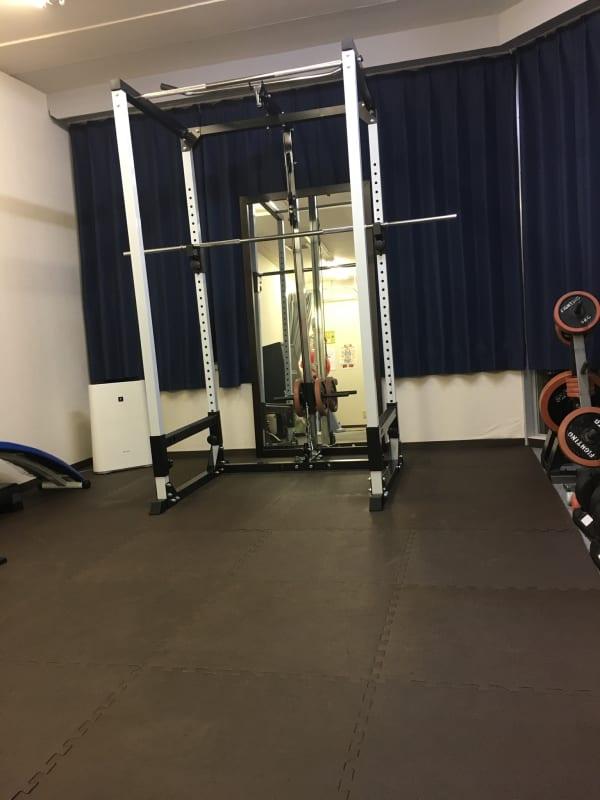ラットプルダウン、ローイングの出来るマルチパワーラックがあります!! - 西荻窪パーソナルトレーニングジム 並木コンディショニングセンターの室内の写真