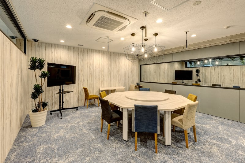 ❶防音設備で撮影向きのお部屋(レイアウト変更も可能) - TGIマーケティング グループインタビュールーム赤坂Bの室内の写真