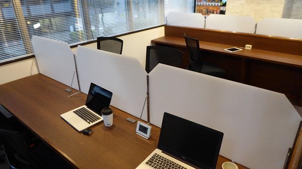 オープンタイプの席です。ゆったりと落ち着いた空間でデスクワーク等に最適! - ビステーション新横浜 オープンスペースドロップイン1の室内の写真