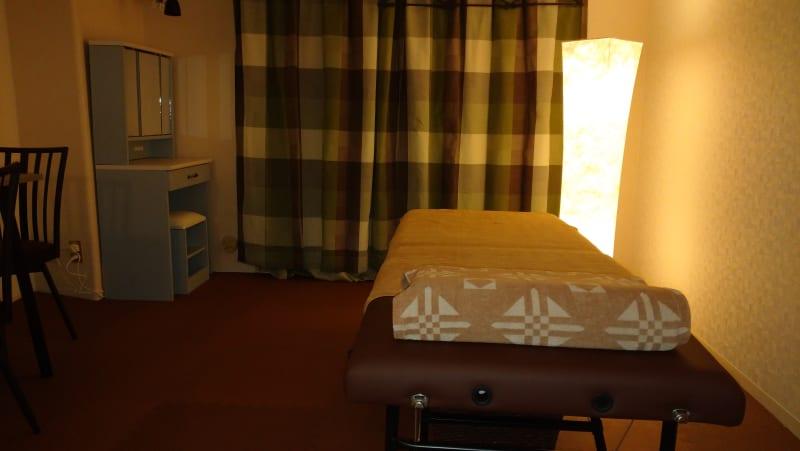 静かで綺麗な完全個室です。 - 完全個室サロン「ヨウコウ」 落ち着きのあるサロンスペースの室内の写真