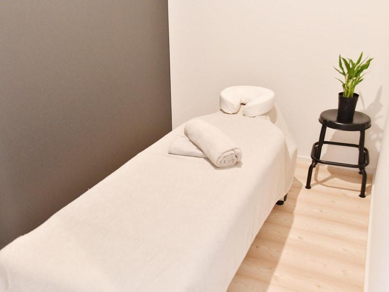 個室完備の為,オイルマッサージなどもご利用可能 - Rental Salon ユルリ PREMIUM SALONの室内の写真