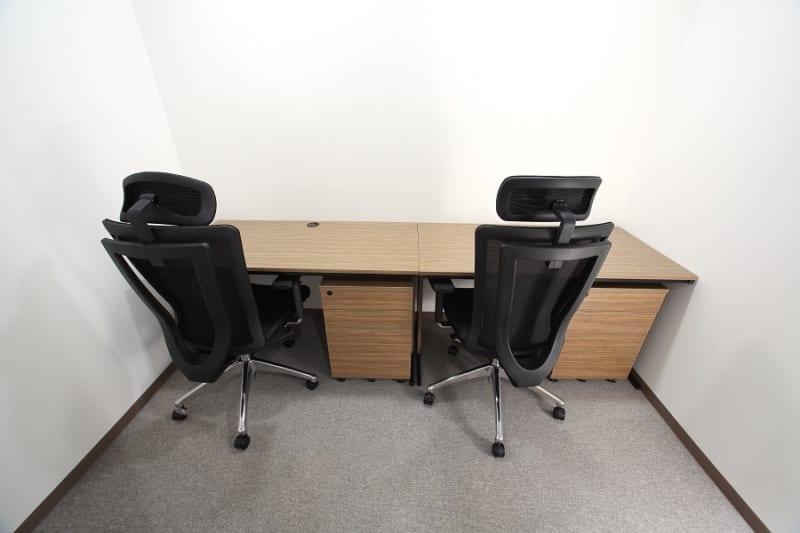 打合せや勉強会等にもご利用いただけます。 完全個室なので、セキュリティも安心です - ビステーション新横浜 個室ドロップイン 2名部屋 2の室内の写真