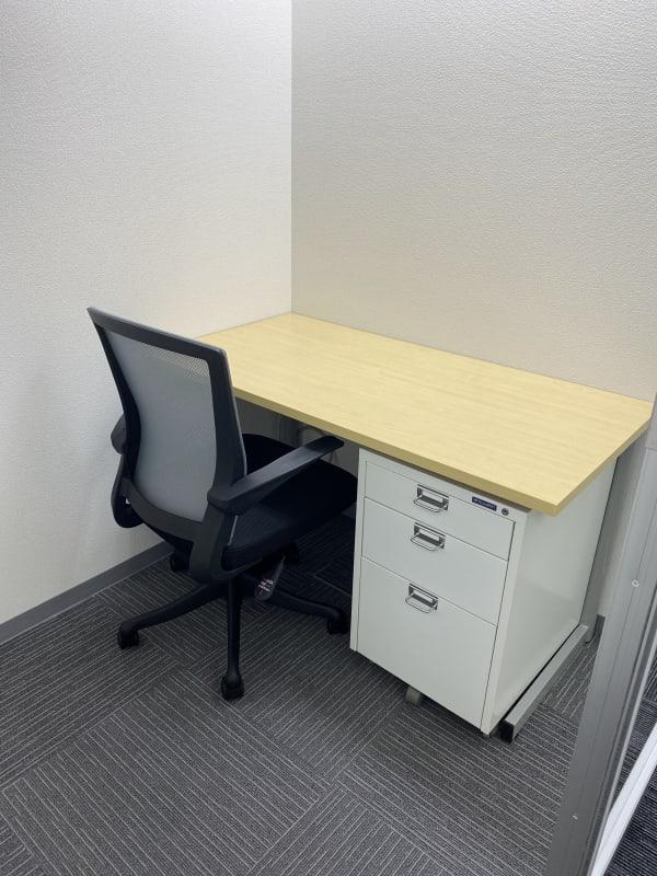 鍵付き、1名個室です。  - BAレンタルオフィス本町 半個室《1名様用・声出し不可》3の室内の写真