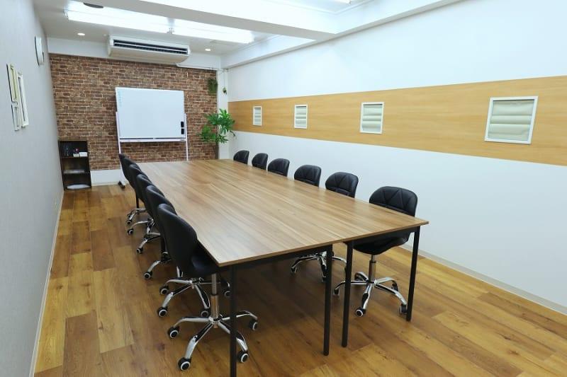 Cafe風の落ち着いた空間、土足OK! - 【L⇔R赤羽】L・ROOM 多目的スペースの室内の写真
