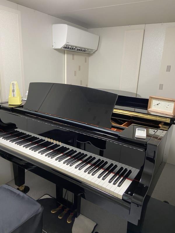 防音室内の画像です。YamahaグランドピアノC3。 - パウゼ音楽教室 レンタル練習室(ピアノ)の室内の写真