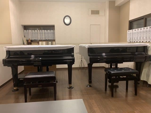 ヤマハc3左側  ヤマハG3右側 - ピアノノビレ レンタルスペース 音楽スタジオ 勉強会の室内の写真