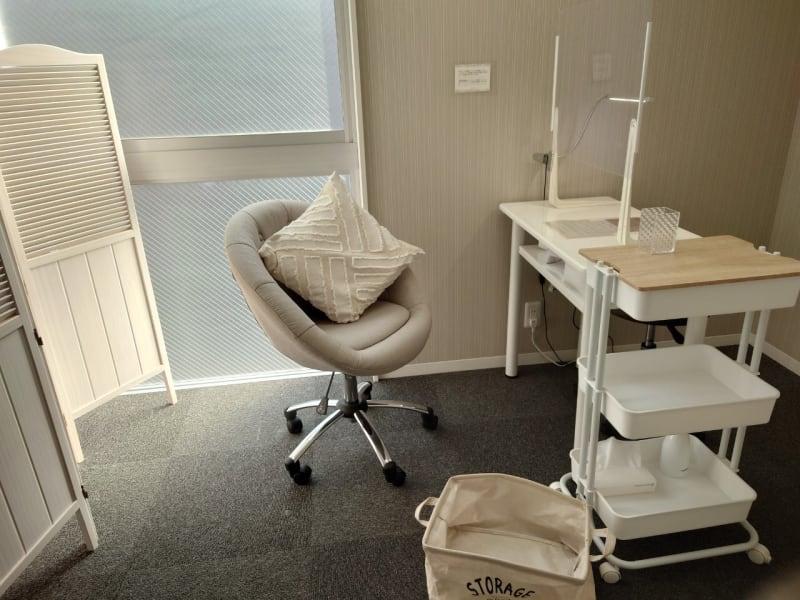 ネイルテーブル スニーズガード - ネイル専用サロンCrystal ネイルテーブルAの室内の写真