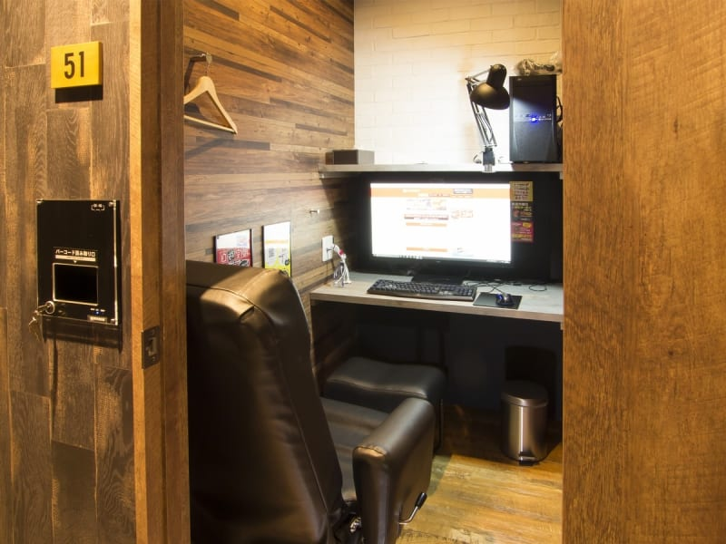 ゆったり利用できるリクライニングチェアタイプ。  - 自遊空間池袋西口ROSA店 貸個室の室内の写真