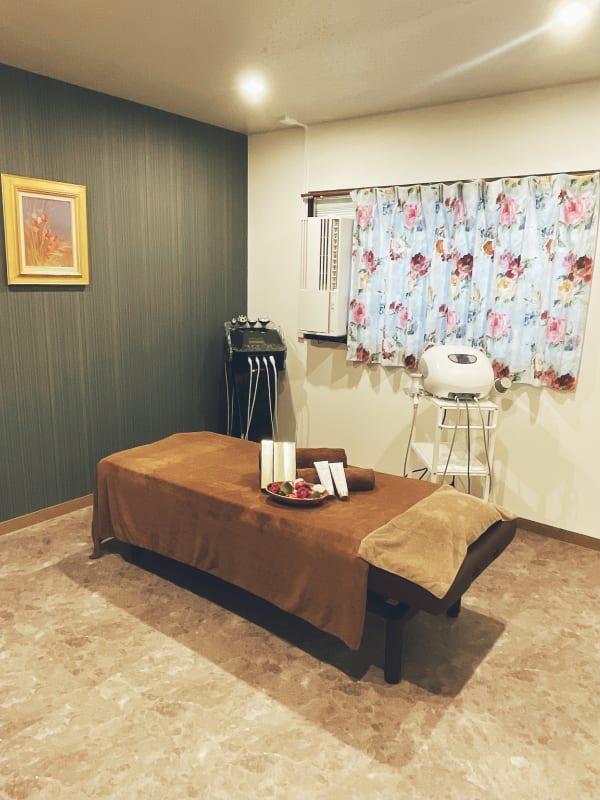 個室エステサロン エステサロンスペースの室内の写真