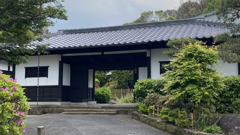 長屋門 - 甘糟屋敷 庭園付き日本建築の室内の写真
