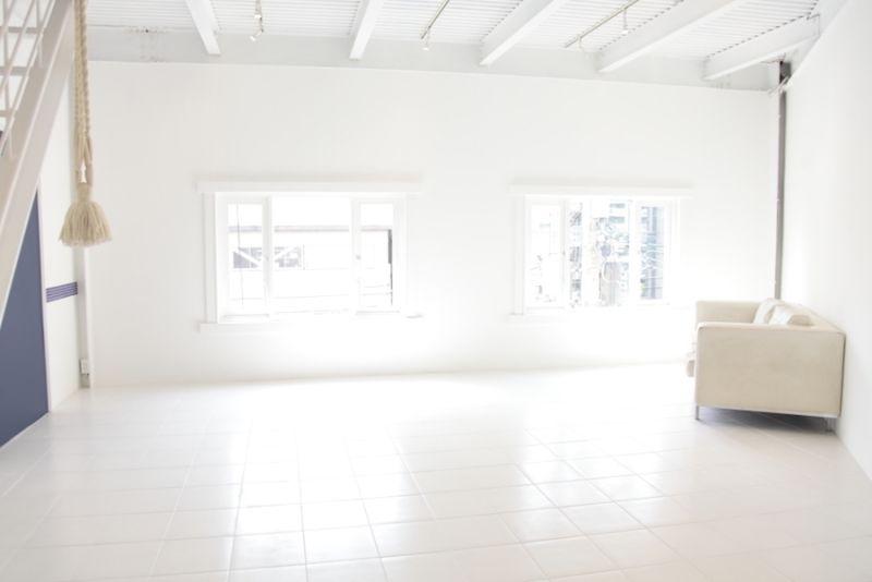 3F白壁、白タイル床 - 大阪ハウススタジオ COCO PALACE 3階スタジオ(撮影プラン)の室内の写真