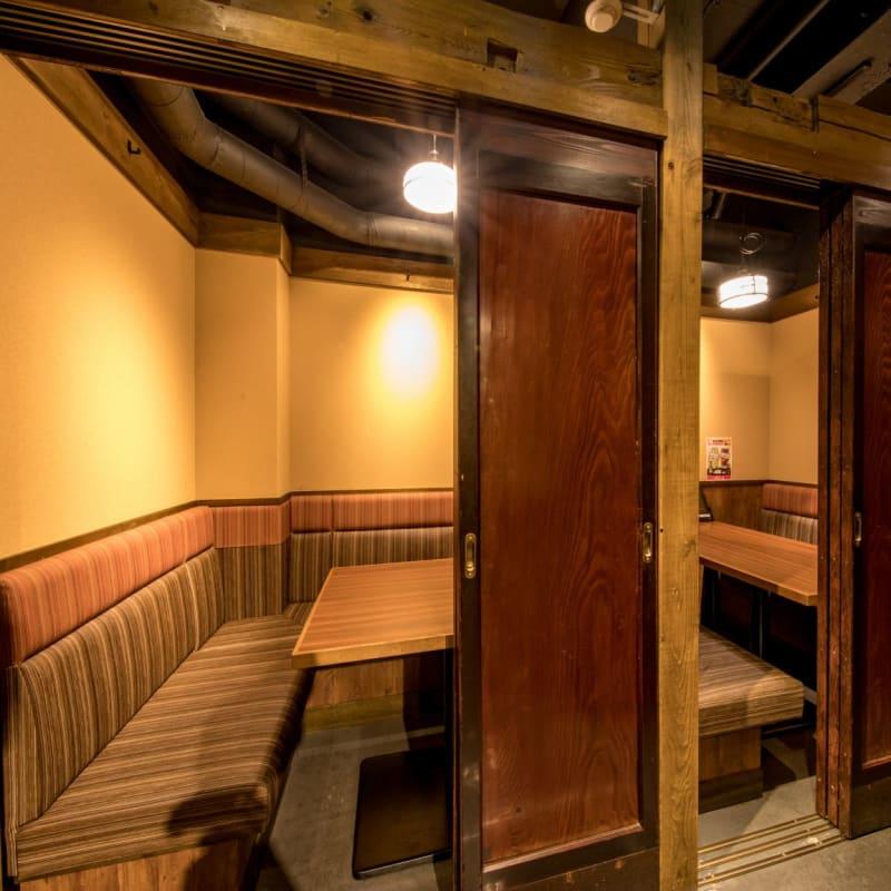 ~4名個室 - まぐろ商店 多目的個室6(~4名)の室内の写真