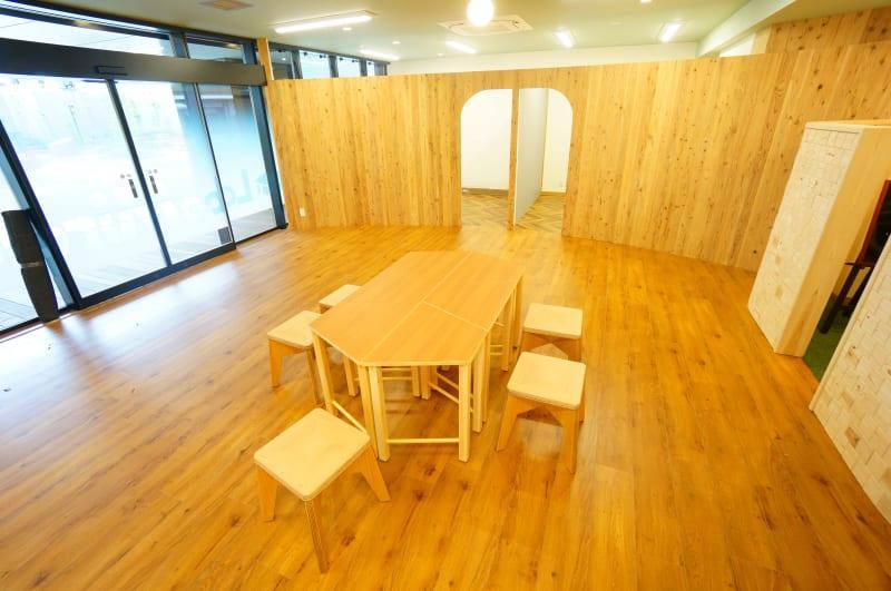 【ミラクルラボ】 ミラクルラボ6人席の室内の写真