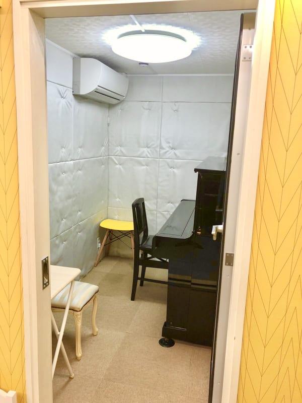 ブリアサロン用賀駅 南口徒歩1分 防音室A(ピアノ)【WIFI】の室内の写真