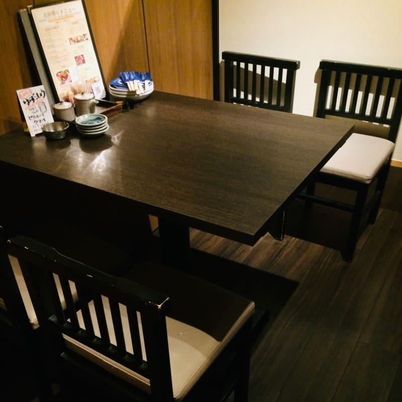1~2名様程度の個室です - やひろ丸 新橋港 個室 テレワークスペースの室内の写真