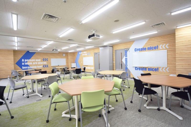 室内のコンセプトはキックオフ! - 新橋ワークショップ会場 多目的スペース ROOM A+Bの室内の写真