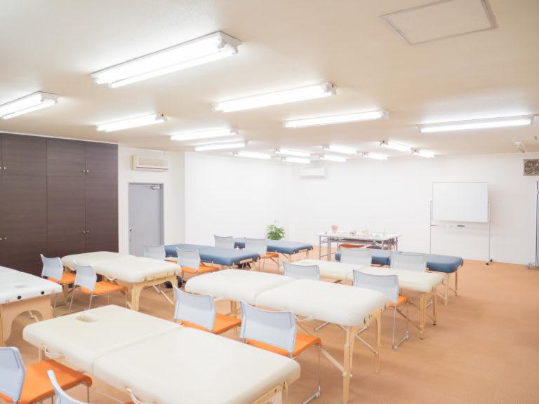 大阪西田辺セミナールーム 施術スペースの室内の写真