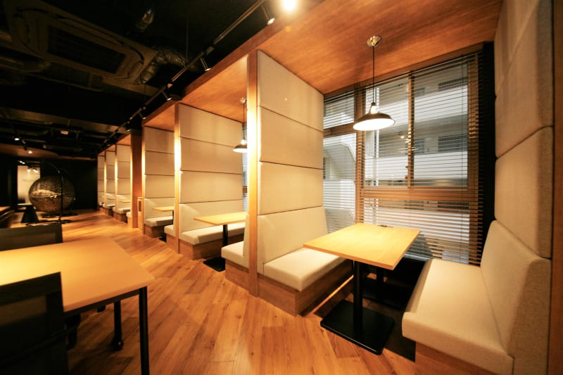 集中できるパーテーション付きブース - 東邦オフィス福岡天神 東邦オフィス天神コワーキングAの室内の写真