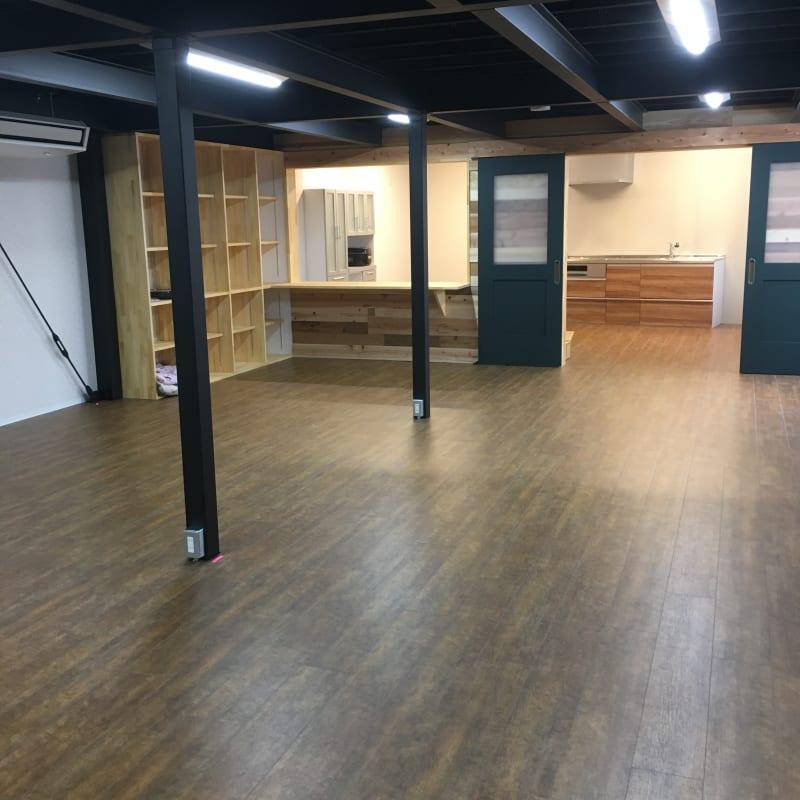 多目的スペース (2区画・西側から撮影) - レンタルスペース&A 多目的スペース、レンタルキッチンの室内の写真