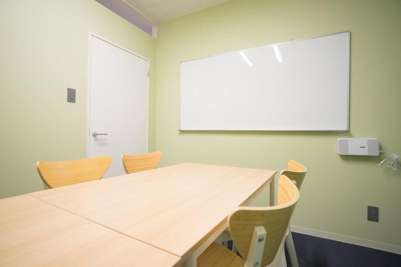 ホワイトボード完備 - スペースカンテ京都の室内の写真