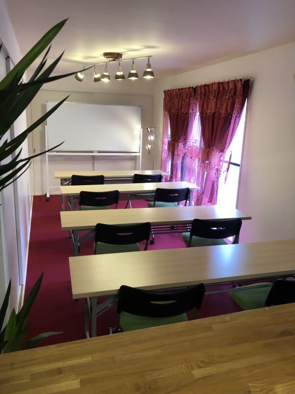 セミナーお教室に適しています。 - インフォルーム インフォルーム 札幌の室内の写真