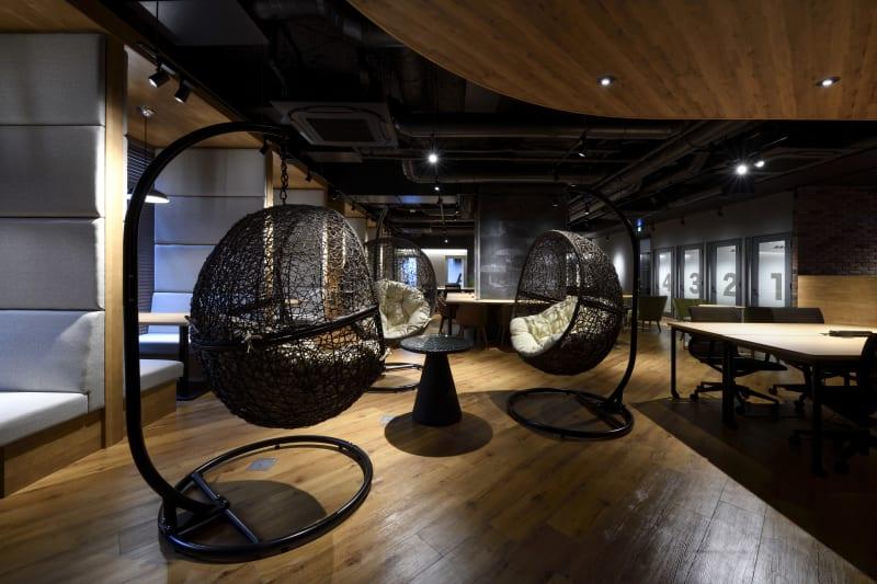 休憩コーナー - 東邦オフィス福岡天神 東邦オフィス天神コワーキングIの室内の写真