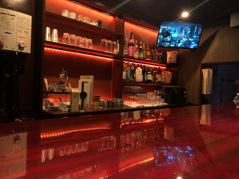 BARカウンターあります。 ※7名席 - IDEALBAR 新宿店の室内の写真
