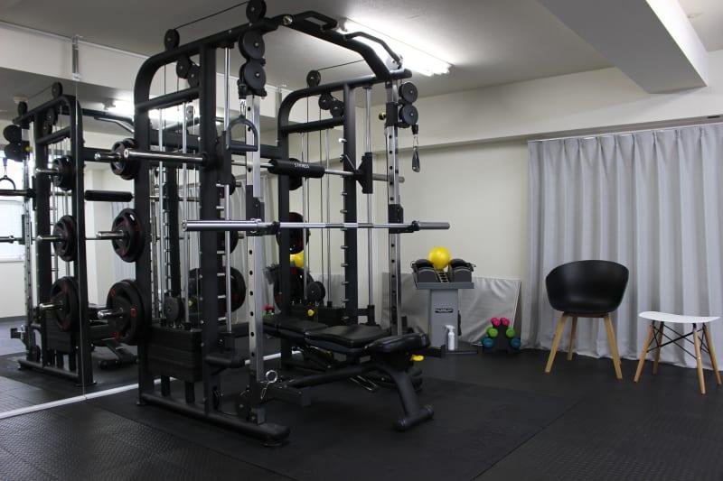 広々としたトレーニングルームで複数人でもご利用可能です - トレーニングスペース(1)の室内の写真