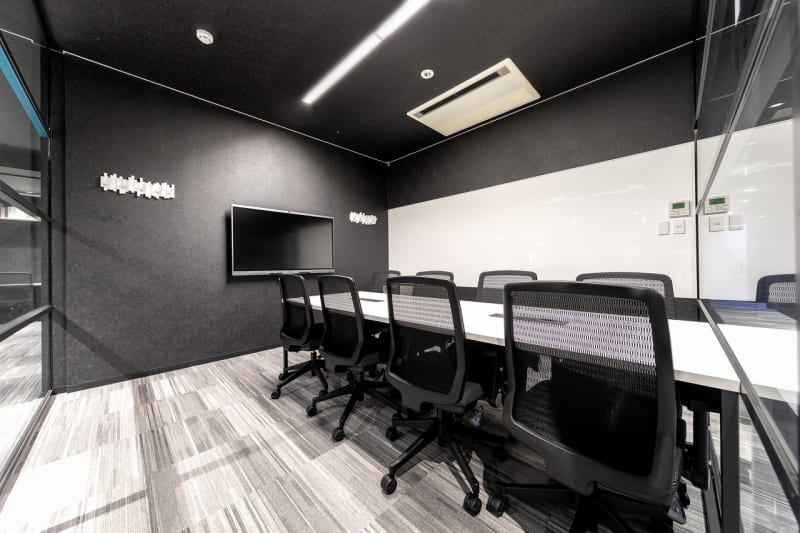 完全個室の8名用会議室 - BIZcomfort浜松 完全個室 8名用会議室の室内の写真