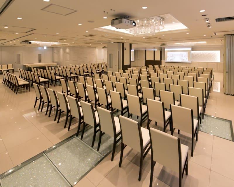 スクール形式 / シアター形式等、レイアウトはご相談ください - 田町駅 貸し会議室 撮影会 最大300名様(人数に合わせた)の室内の写真