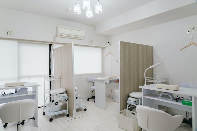 ネイル専用サロンモンレーブ川崎店 Cブースの室内の写真