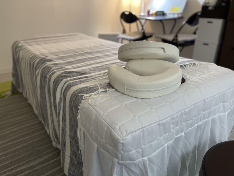 部屋も広いくて、使いやすいです! - 関内レンタルサロンyou 整体・マッサージ・エステの室内の写真