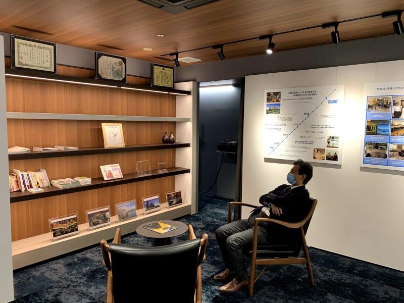 展示スペース - 中楽坊情報館 ~シニアのためのセミナースペースの室内の写真