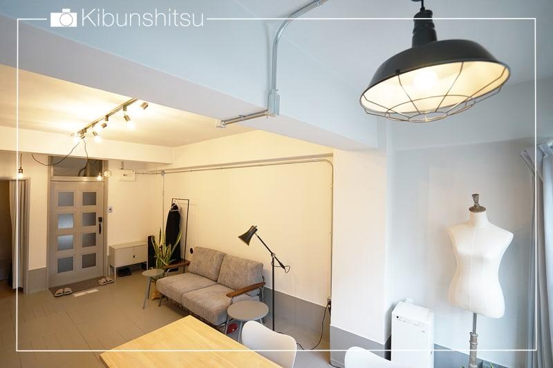 蔵前駅から徒歩4分、グレーと白のシンプルな空間です。 - キブンシツ蔵前 レンタルスタジオ蔵前の室内の写真
