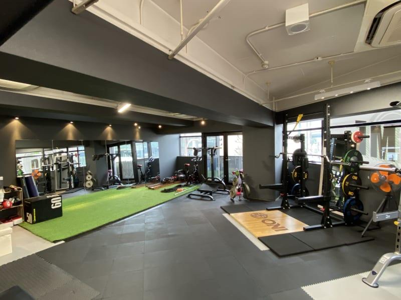 パーソナルトレーニングジム導夢 フリージムエリアの室内の写真