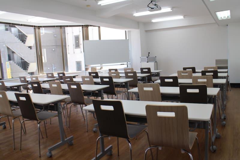 新宿・渋谷・代々木エリア 激安会議室 - ONE DAY OFFICE TOKYO 【今どきのセミナーの仕方】代々木の室内の写真