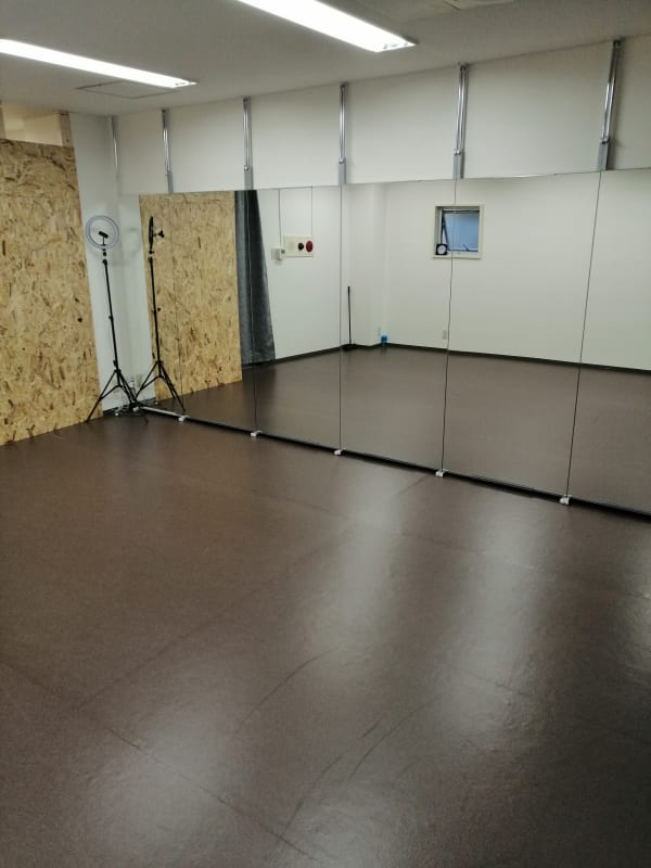 ひのまるスタジオ天神北 (内側)ヨガ・ピラティス特化型の室内の写真