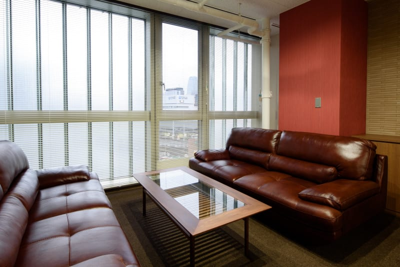 高級感のあるソファーとテーブル。 - ビステーション新橋 応接室~レセプションルーム~の室内の写真