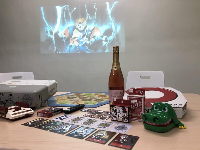 パーティーモード (雷の呼吸、霹靂一閃六連) - JK Room 虎ノ門 パーティースペースの室内の写真