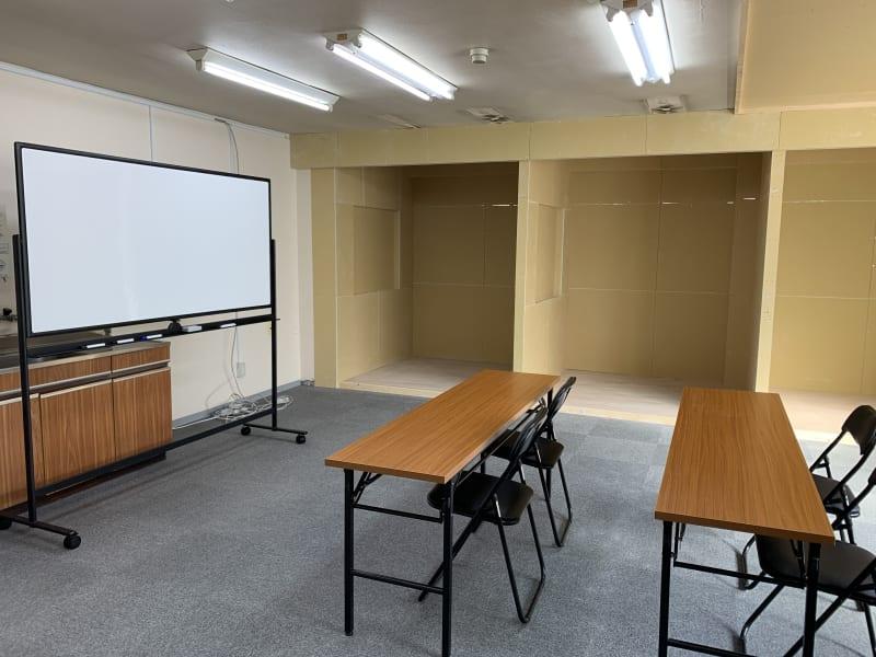 普段はDIY技能育成スクールとして使用しており、そのためのブースございます。 - ダイワ高井田セミナールーム 会議室、セミナールームの室内の写真