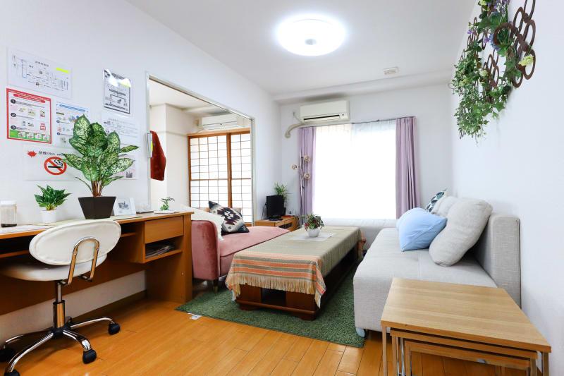 リビングルームの全景 - 名古屋の部屋 グリーンスペース名古屋の室内の写真